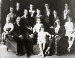 X-4_Seamer_family_1935-36.jpg